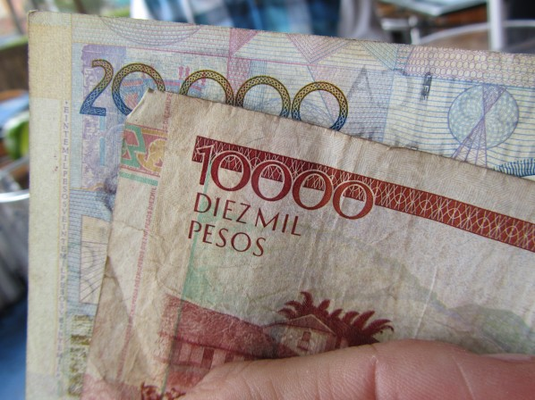 Show me the MONEY! 30 MIL pesos = approx US $20 - Bogota, Colombia